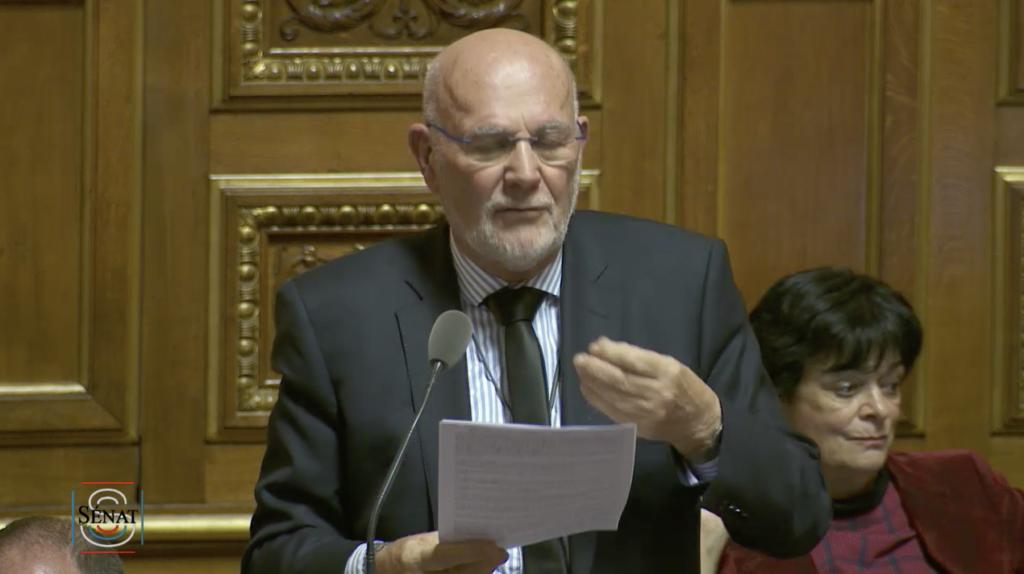 Le mardi 3 décembre au Sénat, le sénateur socialiste d'Ille-et-Vilaine Jean-Louis Tourenne a défendu un amendement socialiste en faveur de l'augmentation du budget logement pour permettre le versement des APL plancher pour les moins de 25 ans précaires.