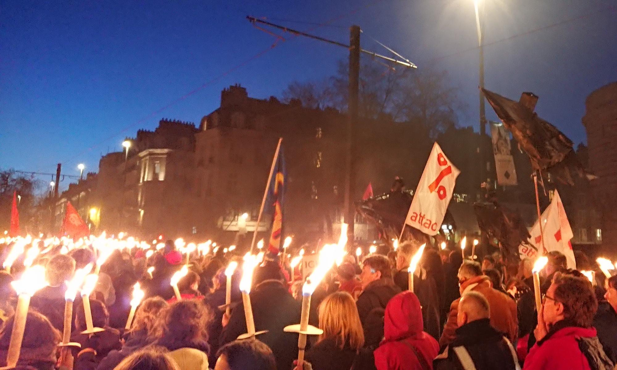 Retraite aux flambeaux contre le projet de réforme des retaites du gouvernement, le 15 janvier 2020 à Nantes
