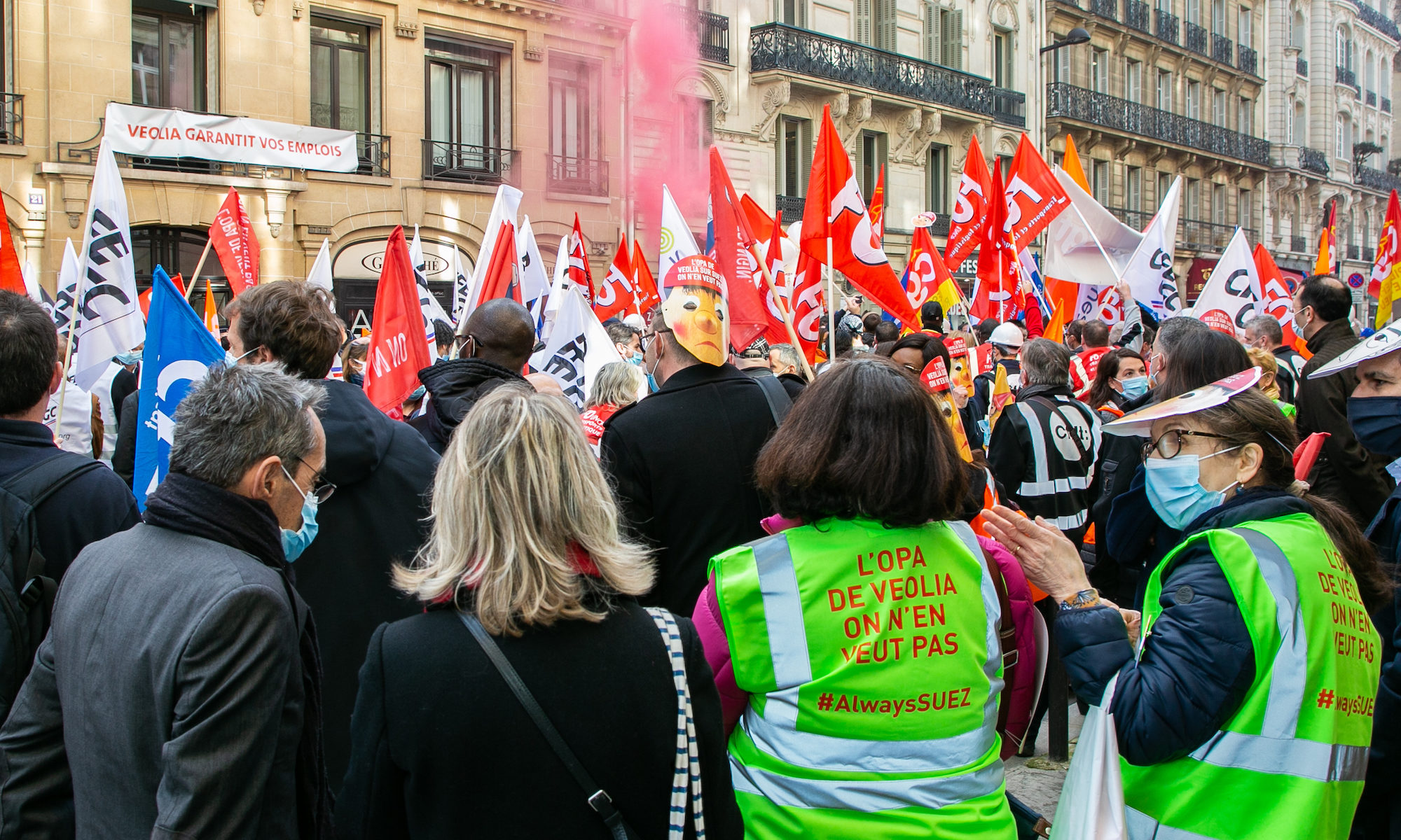 Manifestation du 2 mars 2021 de l'intersyndicale de Suez devant le siège parisien de Veolia pour afficher l'opposition à l'OPA CC-by-bc par Force Ouvrière https://flic.kr/p/2kGpLNb