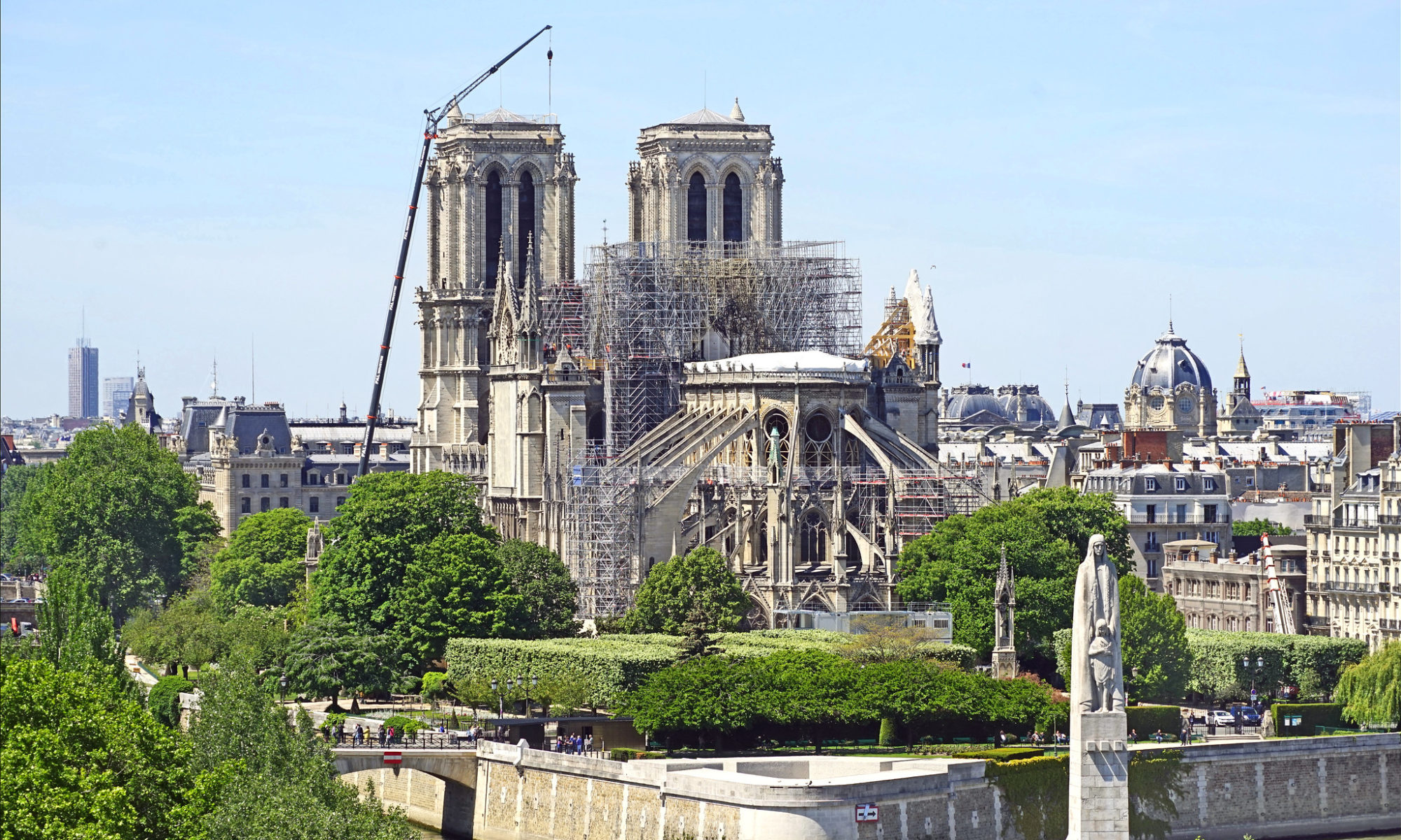 Photo : Notre-Dame de Paris un mois après l'incendie, CC-by par Jean-Pierre Dalbéra https://flic.kr/p/2ewofG8.